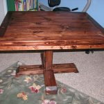 Table de cuisine carrée sur une jambe
