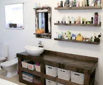 Meubles dans la salle de bain, fabriqués à la main