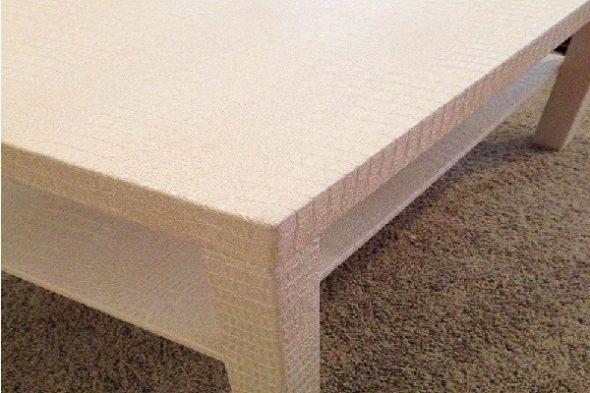 Table recouverte de cuir