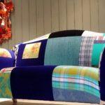 Le canapé original des chiffons de couleurs différentes