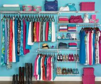 Nous inventons notre propre système de stockage de vêtements.