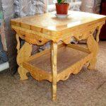 Table en bois sculpté