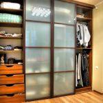 Cabinet avec des façades fermées