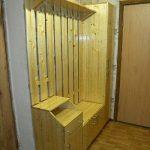 Armoire dans le couloir en bois avec leurs propres mains
