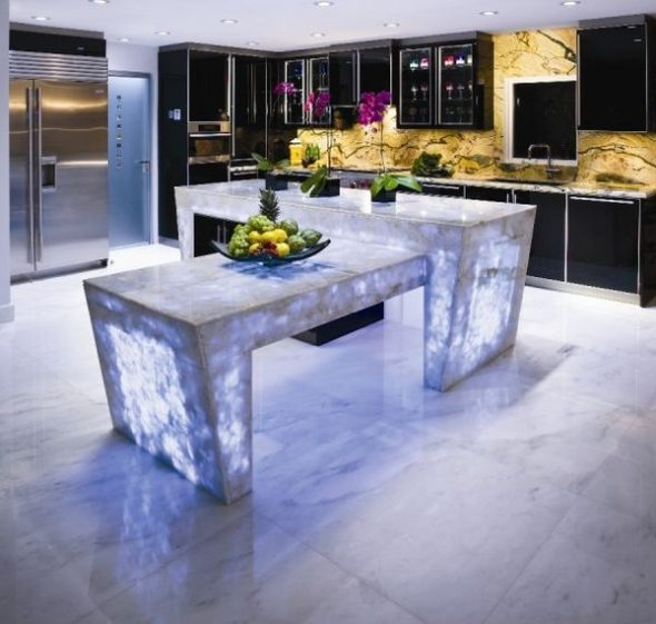 Table en quartz avec un motif inhabituel