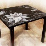 Table peinte à la main