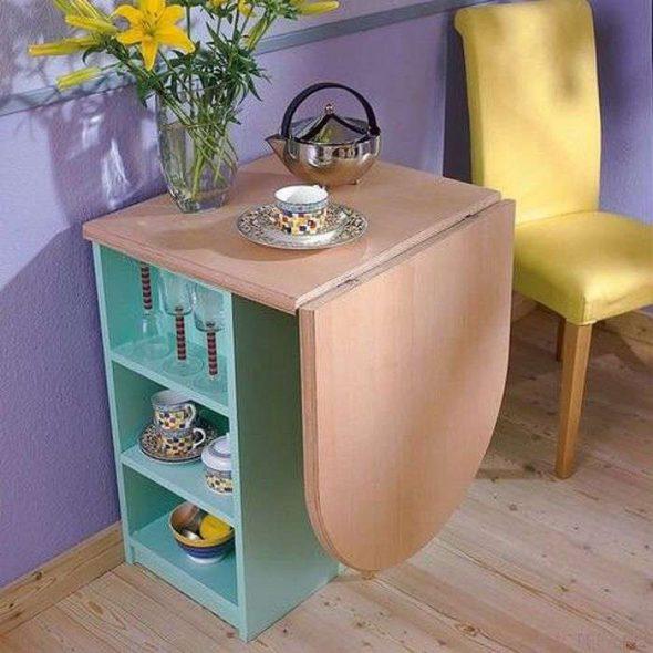 Table avec étagères
