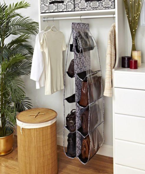 Speciale hangende rekken voor tassen