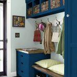 La couleur bleu foncé dans le couloir ajoutera de l'originalité à l'intérieur.
