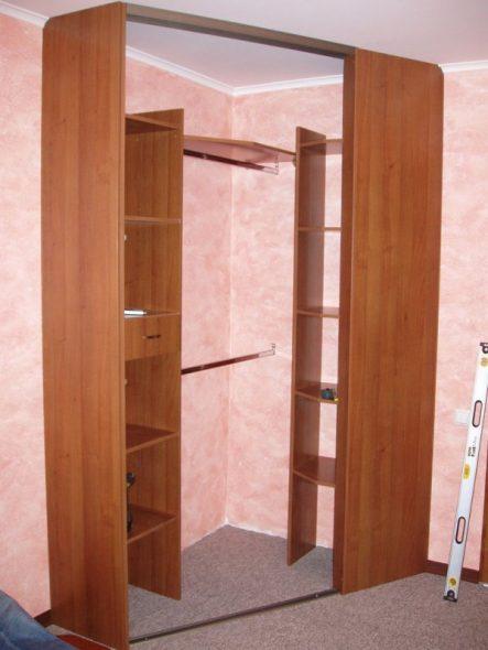 Cabinet de coin