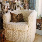 Couverture tricotée sur la chaise