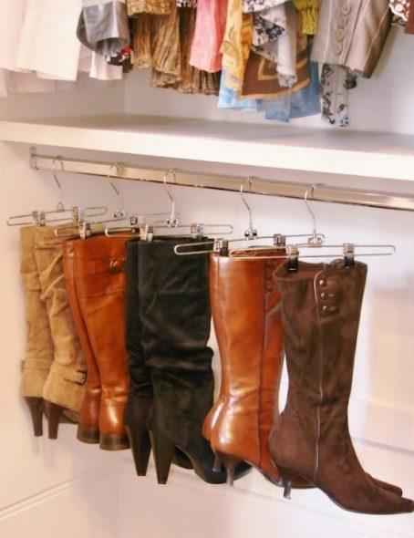 Hoge laarzen kunnen het best verticaal gehouden worden, zodat de toppen niet verwend worden