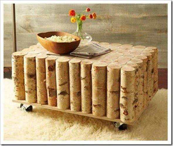 Une table de rondins de bouleau