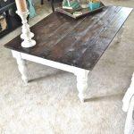 Table basse avec pieds sculptés