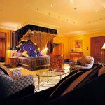 Chambre de style arabe avec un auvent luxueux