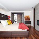 Grand lit avec des tiroirs confortables