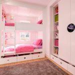 Enfants pour les filles avec des tiroirs pratiques sous le lit