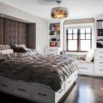 Un lit avec des tiroirs spacieux est l'incarnation de la rigueur et de l'élégance.