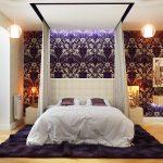 Décoration de chambre dans les tons blanc et lilas