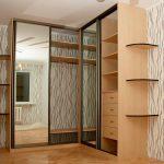 Armoire d'angle avec portes en miroir