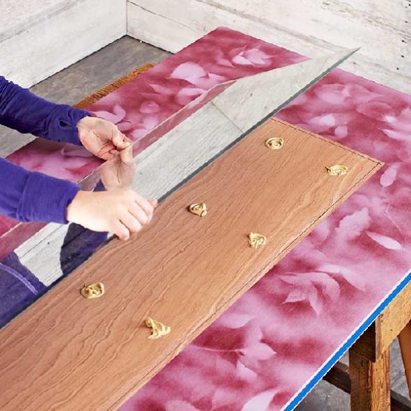 Fixation d'un miroir à l'aide de panneaux de fibres