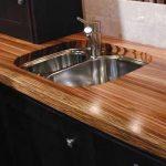 Comptoir en bois avec évier à mortaise