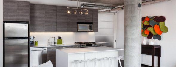 Cuisine moderne avec armoires hautes