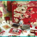 Coffre en carton pour décorations en rouge