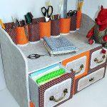 Belle commode pour l'artisanat en carton avec décor en tissu