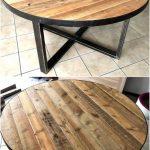 Table ronde de palettes en bois que vous pouvez construire de vos propres mains