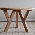 Table ronde sur pieds avec supports faites-le vous-même
