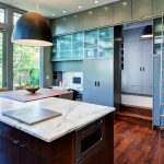 Meubles de cuisine avec échelle latérale mobile