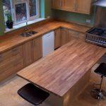 Plan de travail de cuisine et îlot de bois massif