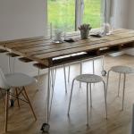 Table de cuisine d'une palette faites-le vous-même