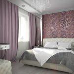Tapisserie d'ameublement douce pour tête de lit et pouf dans une belle chambre
