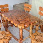 Table et chaises en bois faites main