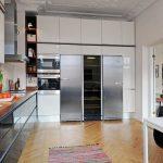 Amener la cuisine jusqu'au plafond pour une utilisation efficace de l'espace