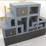 Boîte en carton d'origine avec tablettes et tiroirs ouverts
