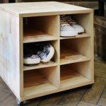 Table de chevet mobile pour chaussures