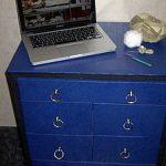 Commode en carton bleu simple et durable