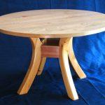 Table ronde simple sur pieds pliés
