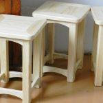 Tabourets en bois faits maison