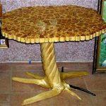 Belle table en bois à la main