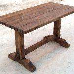Table en bois pour donner