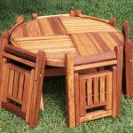 Table pliante et chaises pour donner
