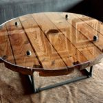 La table avec ses propres mains de la bobine