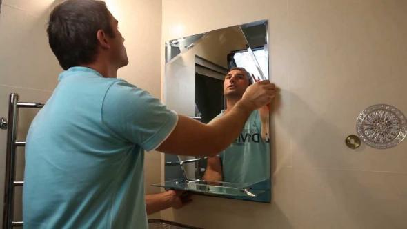 Miroir sur le mur