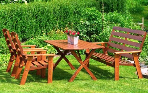 Table en bois avec pieds en forme de X