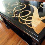 Dessus de table inhabituel peint en noir