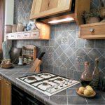 Carrelage gris pour les comptoirs de cuisine de rénovation